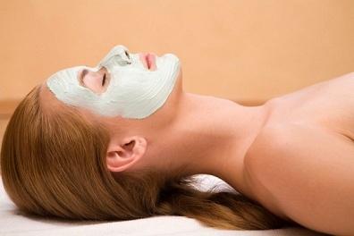 Házi praktikák és pakolások a bőr öregedése ellen