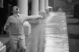 gyerek esőben