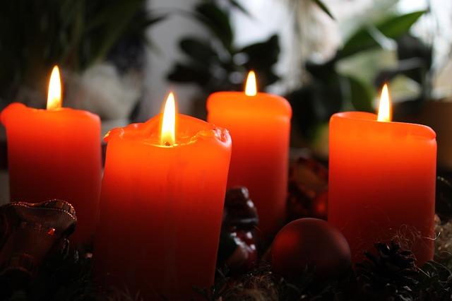 Adventi koszorúk az utolsó pillanatban: különlegesek és gyönyörűek