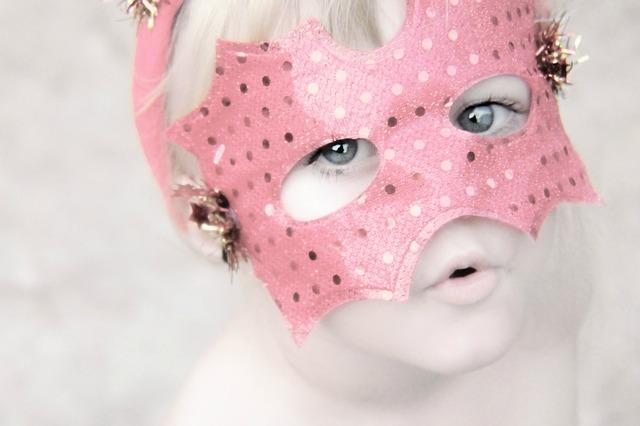 Egy őrült karnevál kicsiknek és nagyoknak: arcfestés, csillámtetoválás, trendi jelmezek