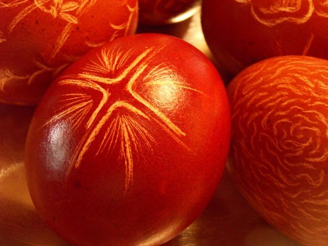 A piros tojástól a locsolkodásig: tudod, mit jelentenek a húsvéti jelképek?