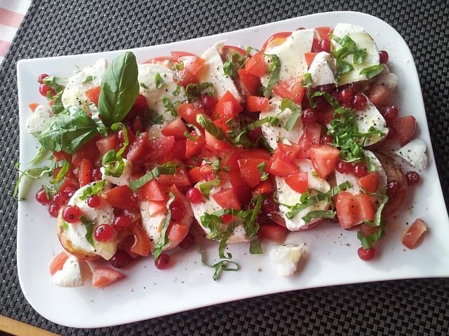 Nyári frissítő étel: caprese (paradicsomos mozarella)