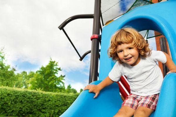 Így válassz gyermekednek biztonságos szabadtéri játékokat!