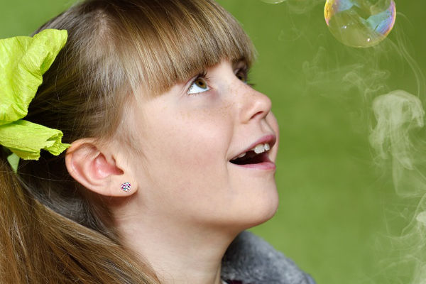 Így készíts házi buborékfújót fillérekből: bevált receptek és buborékfújó pálcika ötletek