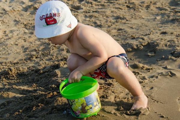 gyermek-strandon