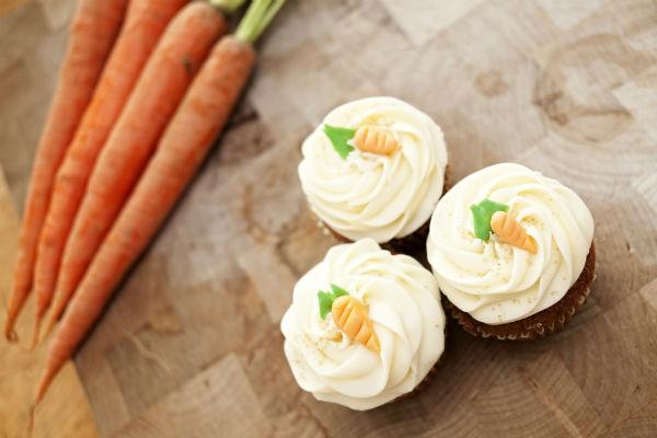 Egyszerű, gyors és nagyon finom: így készül a húsvéti répatorta-muffin