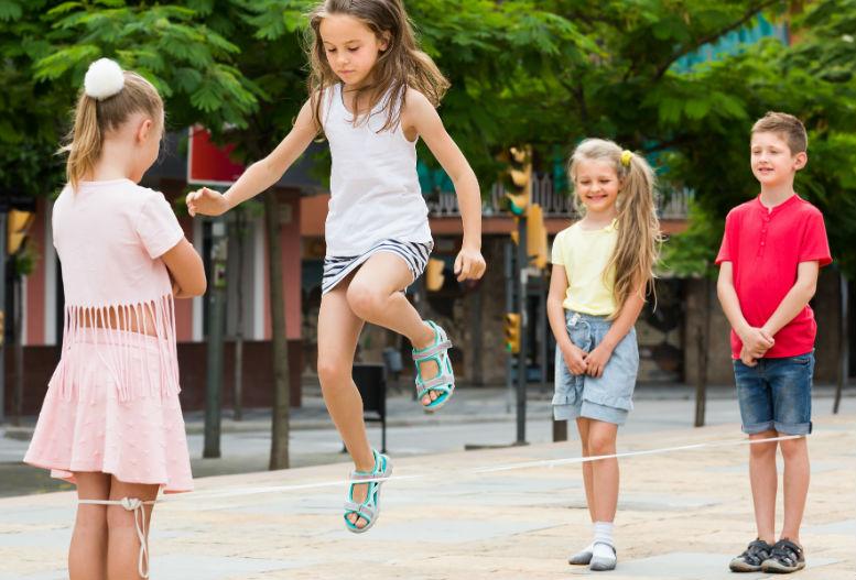 Gyermekkorunk kedvenc nyári játékai: így múlattuk az időt a '80-as években