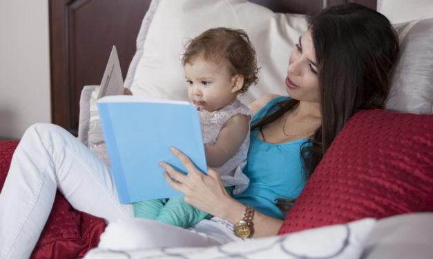 Ezért jó mesét olvasni a gyerekkel: tökéletes összebújós, esti program