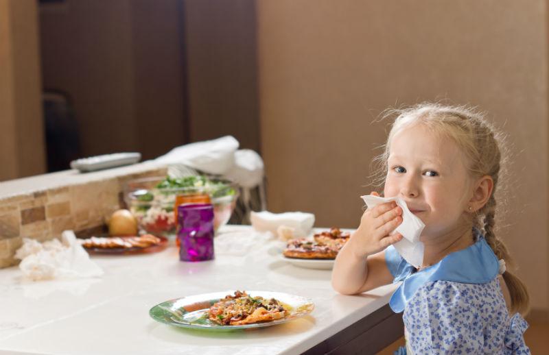 A legfontosabb illemszabályok, amiket gyermekednek is feltétlenül ismernie kell