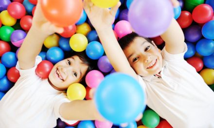 A szabad játéktól a szerepjátékig: így fejlesszük a gyereket!