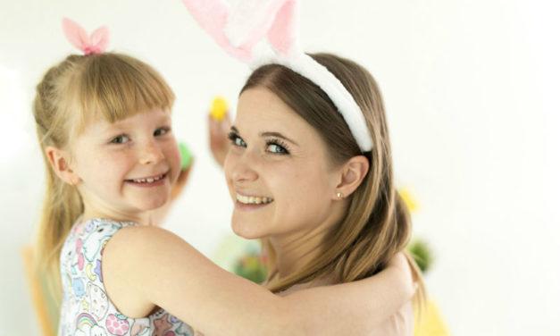 Húsvéti kézműveskedés gyerekkel: kíváncsi nyuszi a cserépben