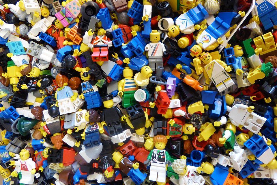 Megnéztük, hogyan készül a LEGO Nyíregyházán: érdekességek, rekordok a népszerű játékról