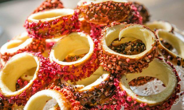 Egyedülálló kürtőskalács-cukrászda nyílt az Állatkerti körúton, a Holnemvolt Várban