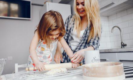 Miért jó, ha a gyereket is bevonjuk a házimunkába?