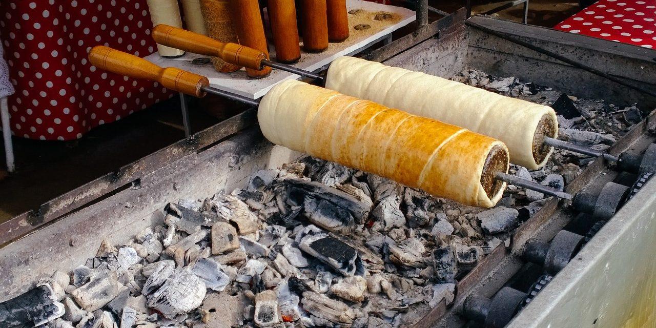 A legfinomabb erdélyi kürtőskalács titkos receptje: az Édes Mackóban is így készítik
