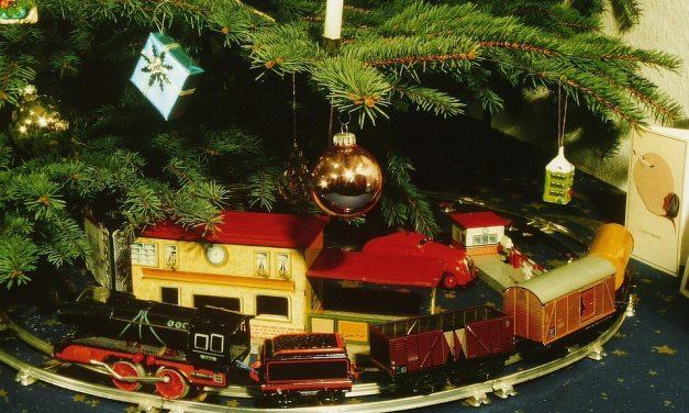 Karácsonyi nosztalgia: milyen ajándékok várták régen a gyerekeket a fa alatt?