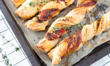 Ropogós baconös-sajtos rudak: csak úgy eteti magát