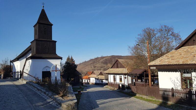 Meseszép palóc falu: Hollókő az egész családnak nagy élmény