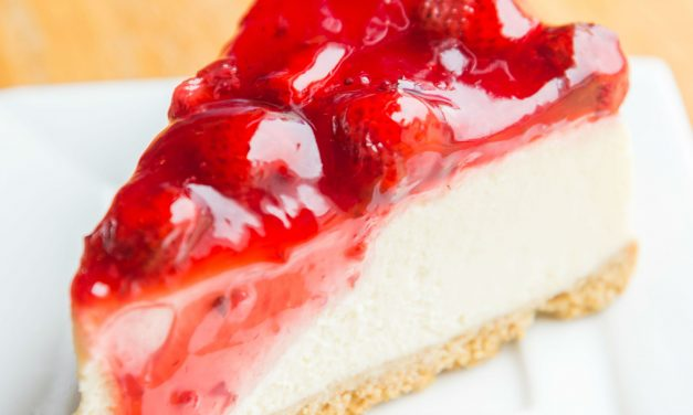 Ellenállhatatlan epres sajttorta sütés nélkül: zselés réteggel még jobb