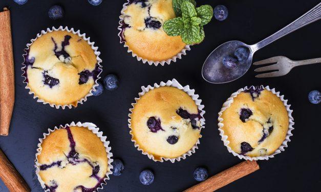 30 perces áfonyás muffin: a joghurtos tészta hihetetlenül puha