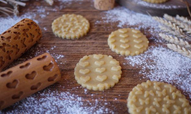 Omlós kekszek mintázó hengerrel: csodaszép sütik nagyon egyszerűen