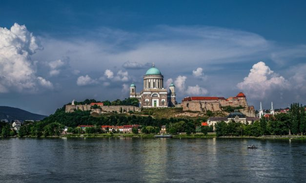 Őszi pompában a Dunakanyar: Esztergom tökéletes választás egy hosszú hétvégére is