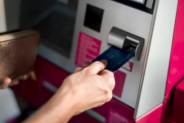 Felfüggesztik a hitelek tőke- és kamatfizetési kötelezettségét