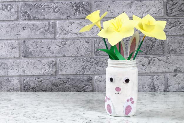 Bájos nyuszis váza befőttesüvegből: a gyerkőccel is elkészítheted húsvétra