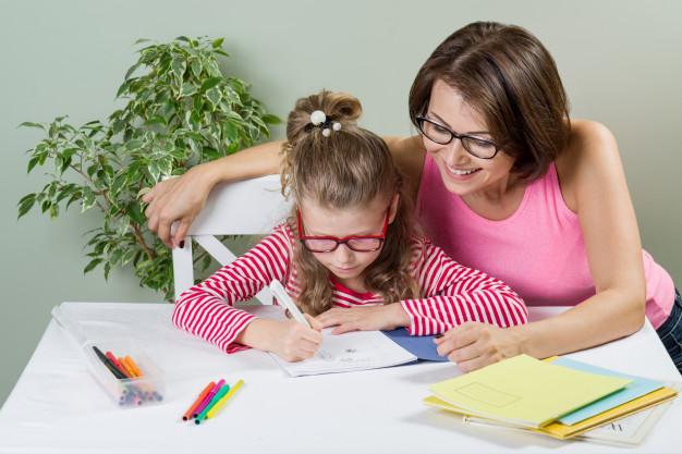 Napirend, home office, digitális tanulás: gyakorlati tippek, amikkel könnyebb az otthonlét