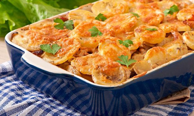 Jobb, mint a menzán kihívás: Csirkés rakott krumpli ropogós sajtréteggel