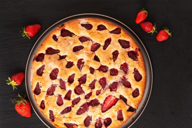 Megunhatatlan gyümölcsös, kefires kevert süti: a tésztája pillekönnyű