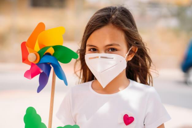 Izgalmas gyereknapi és pünkösdi családi programok: kirándulások, online közvetítések, bábszínház
