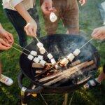 Így süss pillecukrot grillen: hangulatos családi program nyári estékre