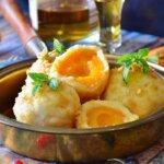 Pihe-puha sárgabarackos gombóc receptje: a nagymama is krumplis tésztából készítette