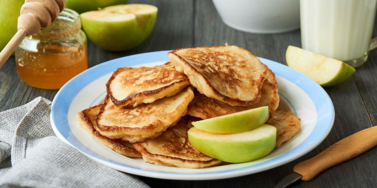 Régimódi fahéjas bundás alma: palacsintatésztában sül puhára
