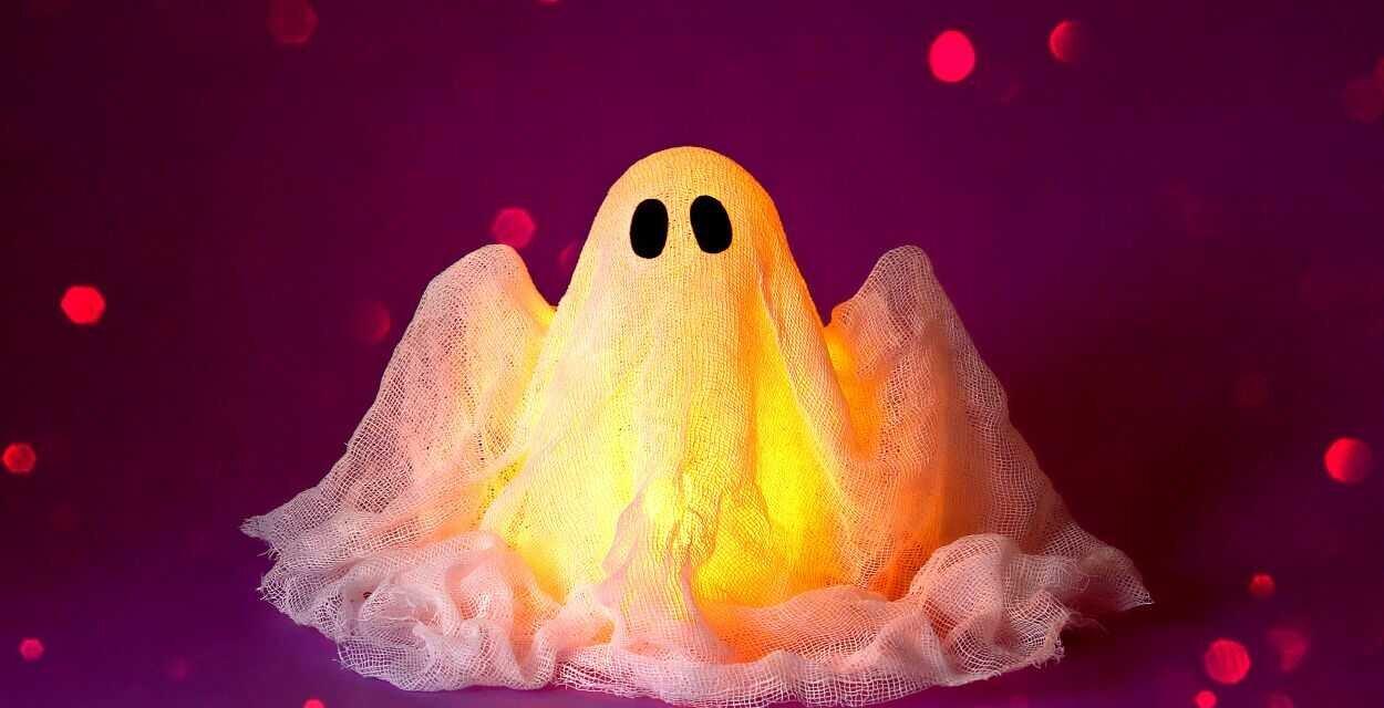 Készíts  Halloweenre cuki kísértetet gézből: mutatjuk lépésről lépésre