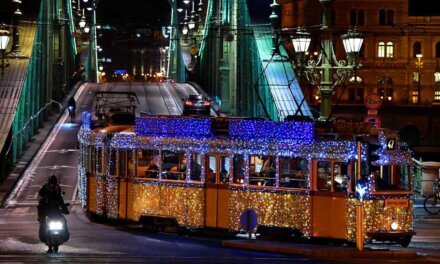 Idén is útjára indult a fényvillamos: az adventi és karácsonyi időszakban közlekedik