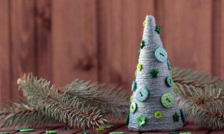 Rusztikus karácsonyfa fonalból: pofonegyszerű és mutatós dekoráció
