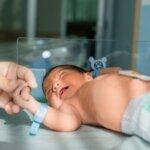 Hogy ne haljon meg minden harmincadik újszülött – az Apgar-teszt babák millióit mentette meg