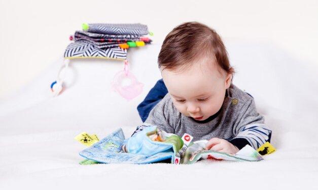 Így készíthetsz puha, vidám csendeskönyvet a babádnak