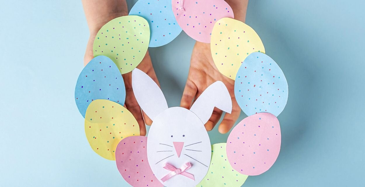 Bájos húsvéti tojáskoszorú papírból: egyszerű, olcsó ötlet