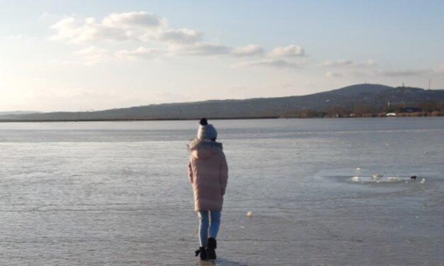 Végre itt a hideg, befagyott a Velencei-tó