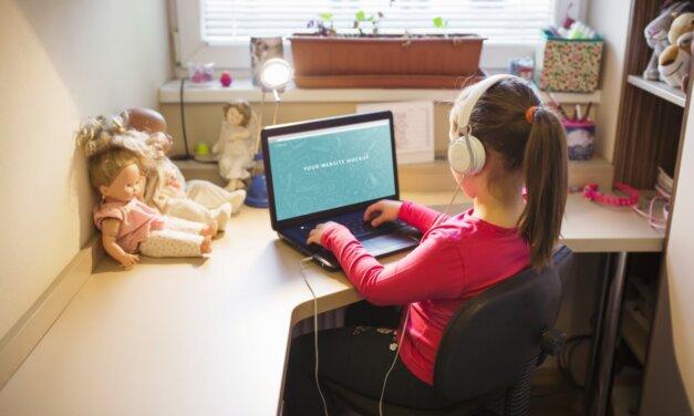 Hogy őrüljön senki bele: tippek az online oktatás megkönnyítéséhez otthon lévő szülőknek