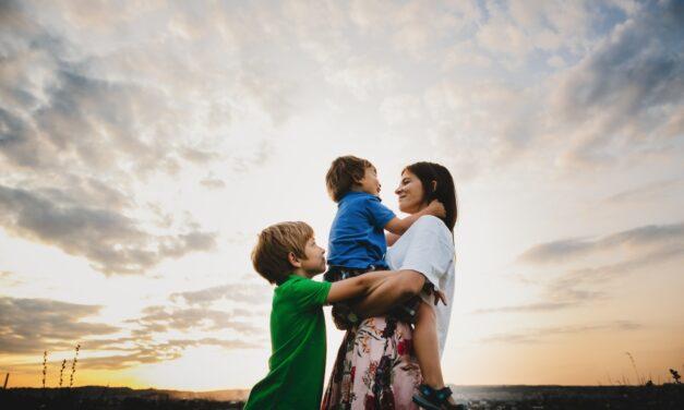 Tizenegy hét végtelen szabadság – így élheted túl anyaként a nyári szünetet